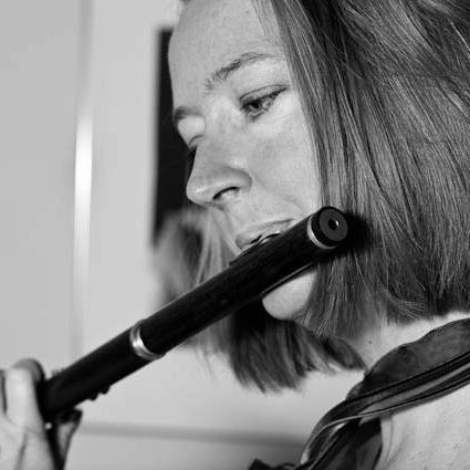 Elizabeth Walker …if you like her sound as much as I do, you will want to listen to …Elizabeth's recent recording of Telemann Fantasias… over and over again.   BRTISH FLUTE SOCIETY Journal – PAN